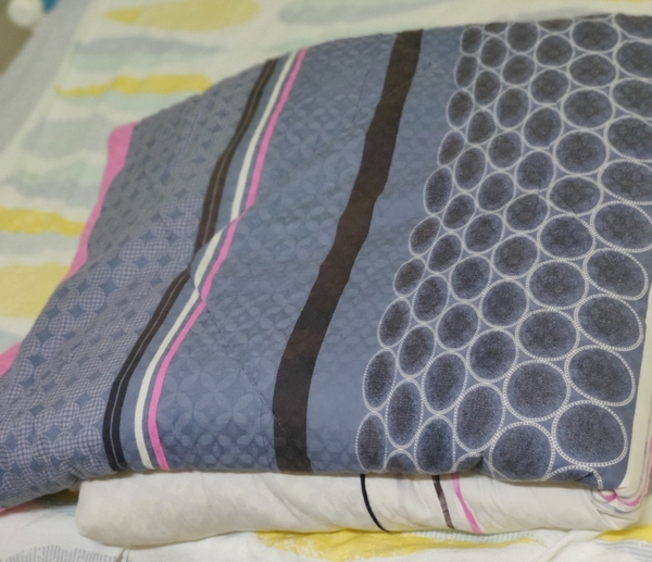 Used 2 Blankets in good condition in Dubai, UAE