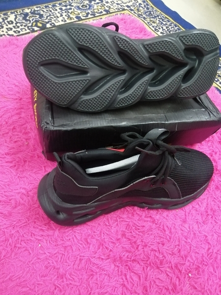 Used Brand new sport safety shoes size 44 in Dubai, UAE