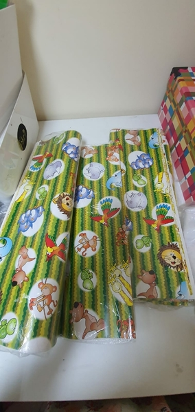 Used Bundle of gift wrapping paper🔴🟠🟢 in Dubai, UAE