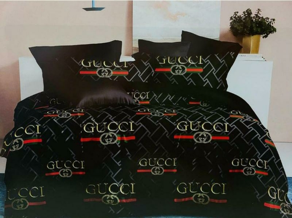 Used Bed sheet1 fill comforter 4 pillow cover in Dubai, UAE