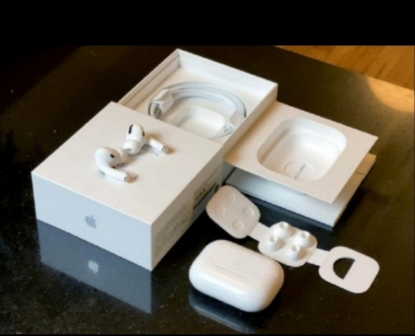 Used APPLE AIRPODS PRO3 GET IN NEW BOX IN in Dubai, UAE