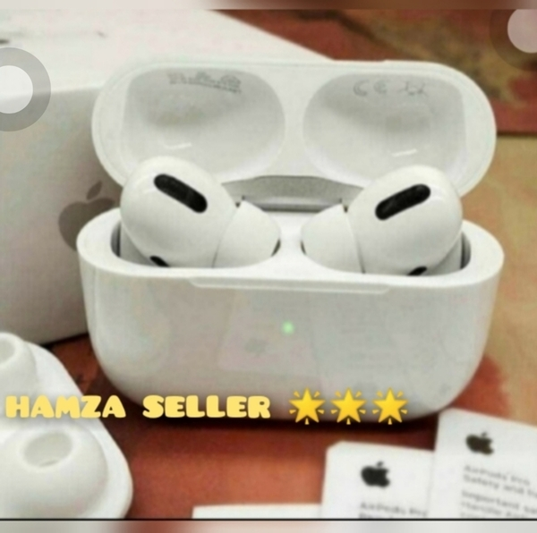 Used APPLE AIRPOD NEW PACKED. WIRELESS ONLY ✔ in Dubai, UAE