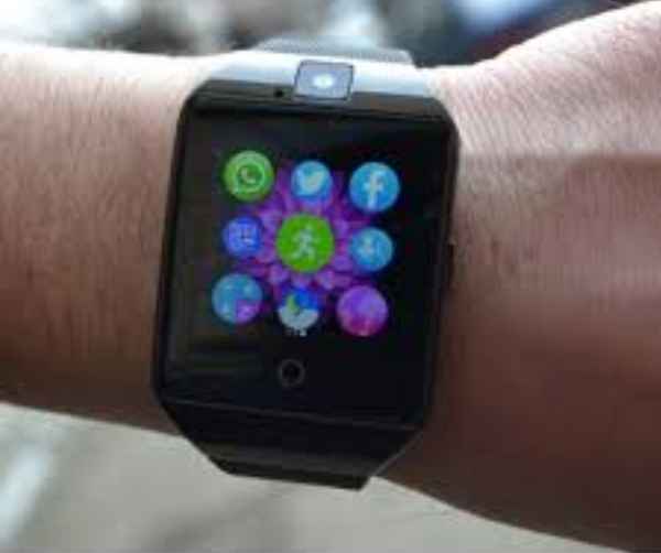 Used Smart watch (with YouTube) in Dubai, UAE