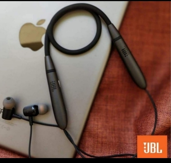 Used LIVE220 BLUETOOTH HEADSET NEW GET THE BE in Dubai, UAE