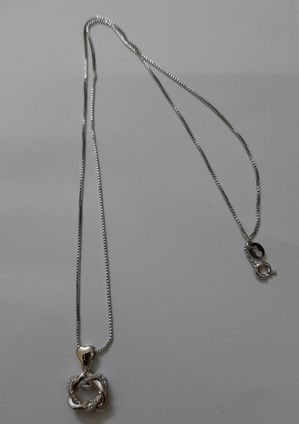 Used Silver chain with locket ! in Dubai, UAE