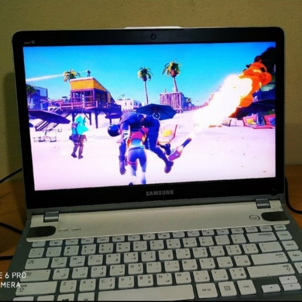 Used Samsung Laptop + Gifts (Read Desc.) in Dubai, UAE