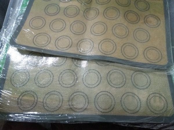 Used silicone baking mat.buy 1 get 1 free in Dubai, UAE