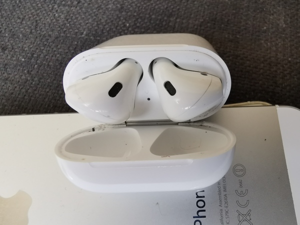 Used Apple Airpod (1st gen, Original ) in Dubai, UAE