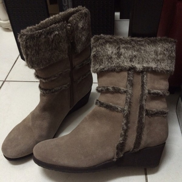 Used Easy Spirt Mid Ankle High Boots, Worn Only Once In Excellent Condition in Dubai, UAE