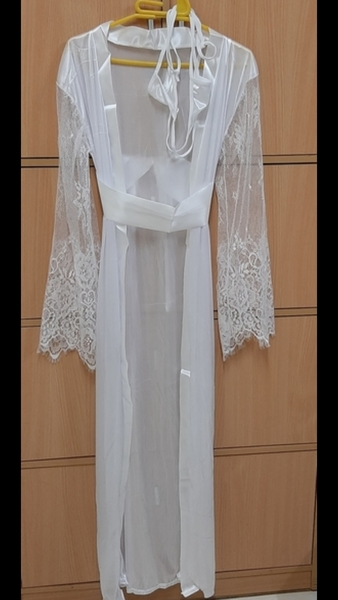 Used White night wear + gift for ur girl in Dubai, UAE