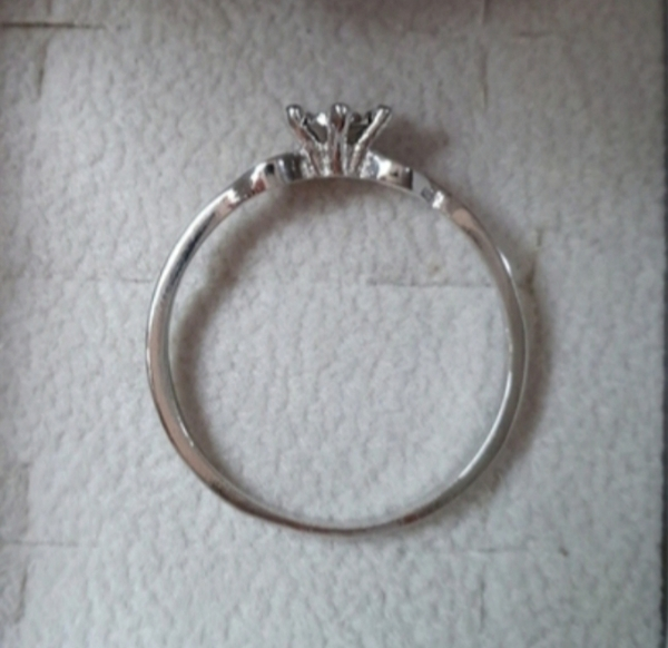 Used Real diamond ring in silver size 7us in Dubai, UAE