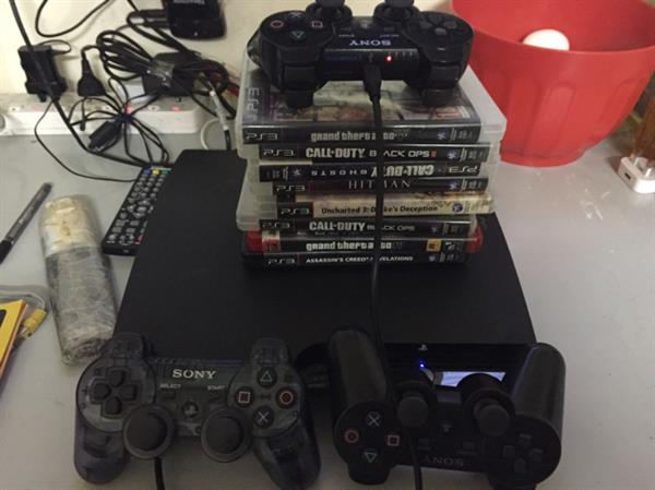 Used PS3 With 15 Cd 4 Remote in Dubai, UAE