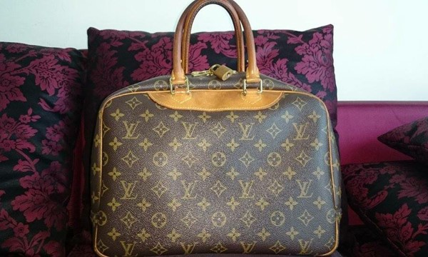 Used Original Pre loved LV bag in Dubai, UAE