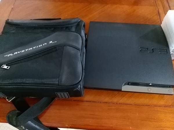 Used PS3 64gb with 8 games and PS3 backbag in Dubai, UAE