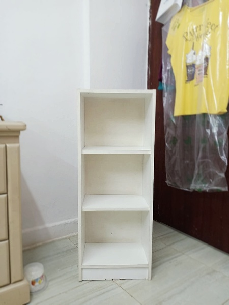 Used Shelves and drawers in Dubai, UAE